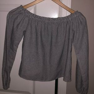 Brandy Melville Cropped shirt